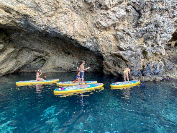 Ausflug zum Paddelsurfen auf Ibiza